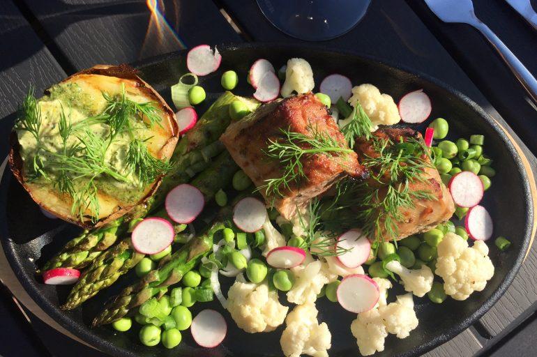 Svinemørbrad i skøn symfoni med smagen af dansk sommer