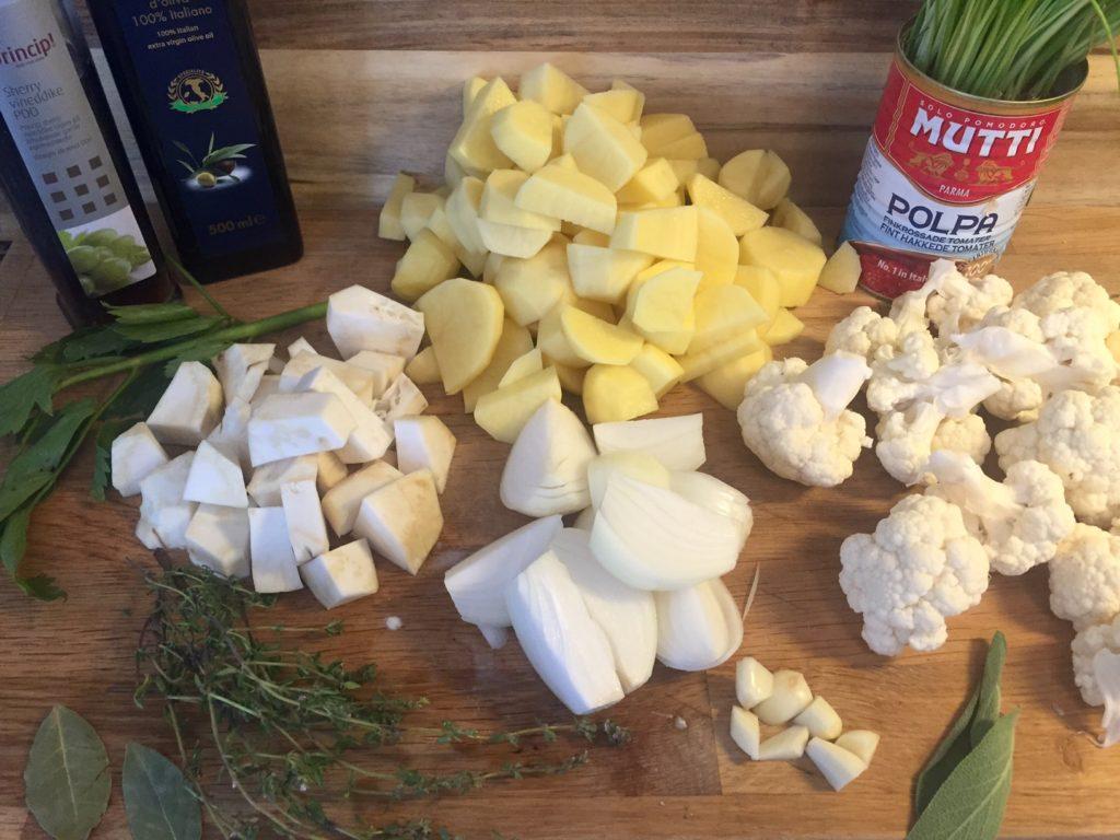 Lækker kartoffelsuppe med blomkål og selleri