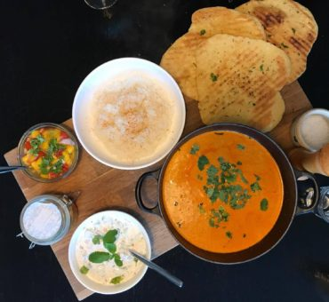 Indisk comfort food – chicken tikka masala med hjemmelavede naanbrød