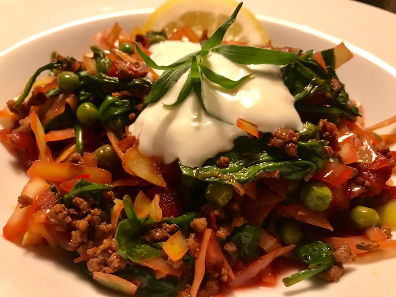 Prinsessehvidkål med oksekød, spinat og varme krydderier